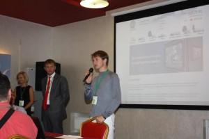 Руководитель отдела маркетинга и продаж компании Gurtam Александр Кувшинов выступает с докладом перед гостями конференции