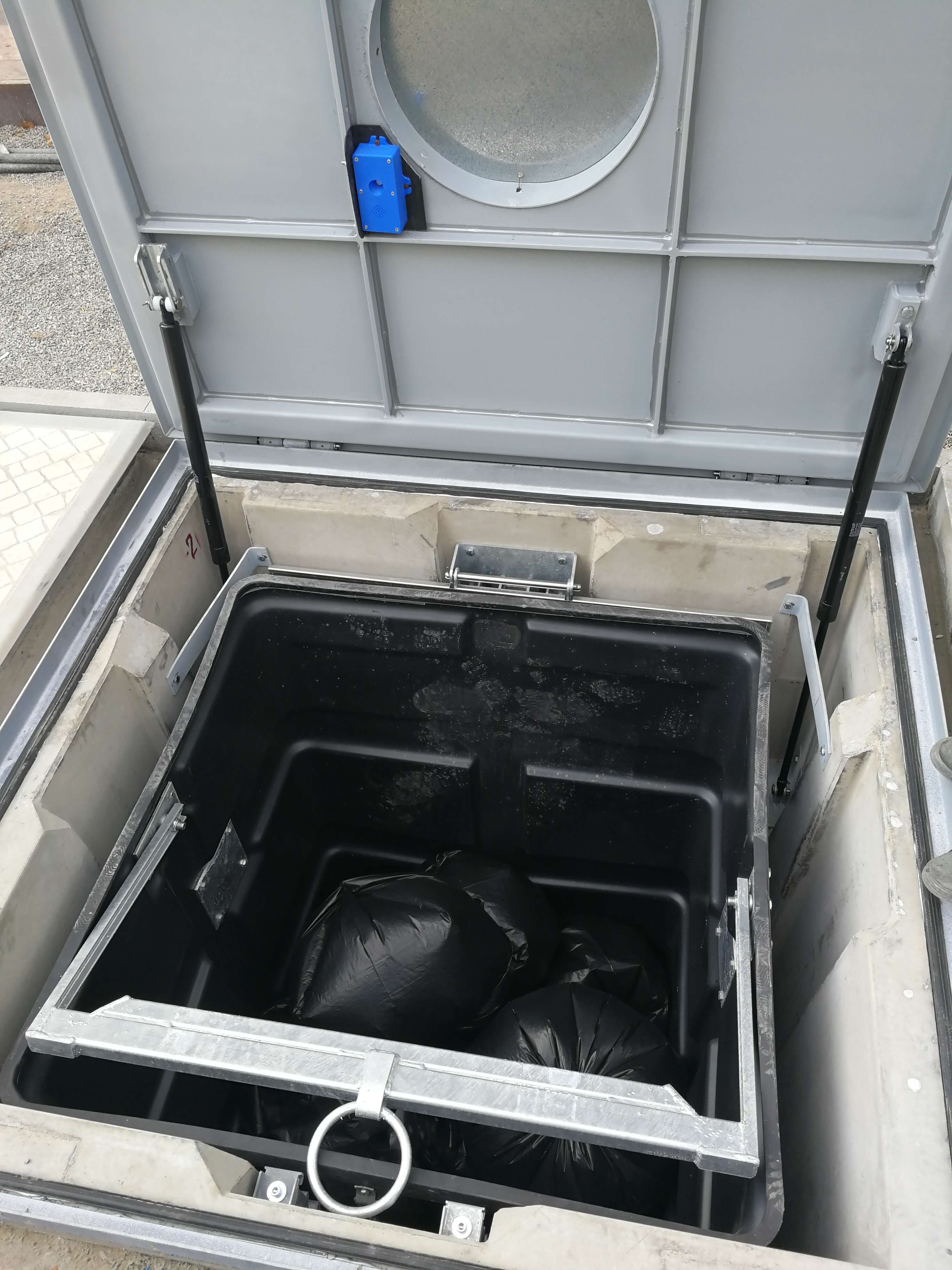 Underground garbage container with the custom-made sensor